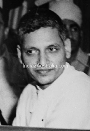 Gandhi or Godse ; Why Godse killed Gandhi?