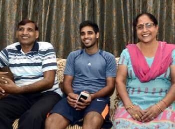 Bhuvneshwar-Kumar with parents