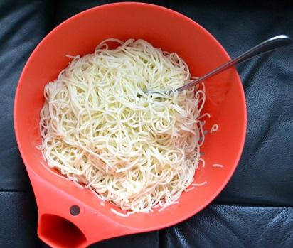 Cook noodles for Chicken Vegetable Noodles