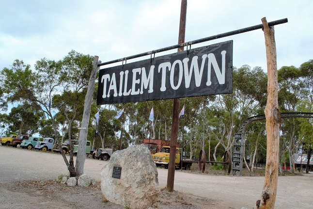 Peter Squires and The Old Tailem Town – The legends of South Australia