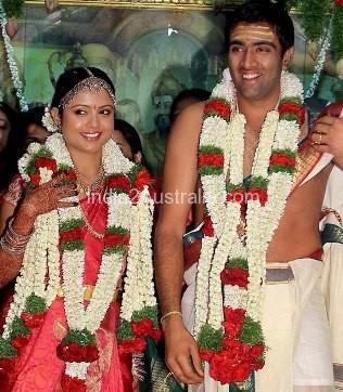 Ravichandran aswin with wife prithvi narayan