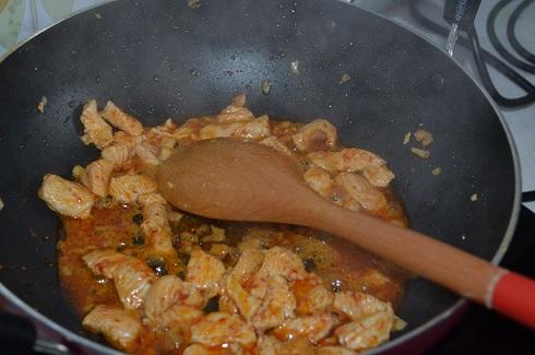 Stir fry meat for noodles